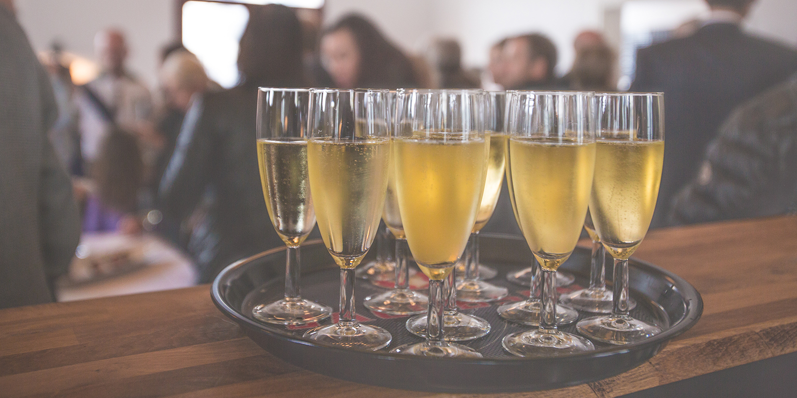 Being a good party host the social man for How to be a good party host